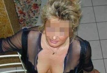 Femme cougar chaude aimerait trouver un jeune homme séduisant à Maisons-Alfort