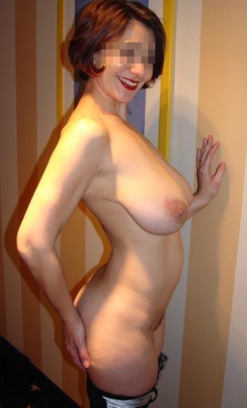 Femme cougar nymphomane à Le Tampon