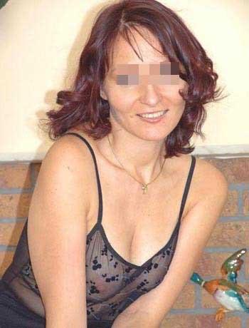Femme cougar chaude recherchant un jeune homme sexy à Calais