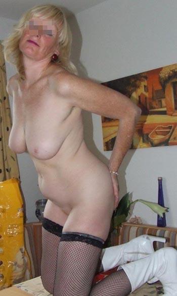 Jolie femme mature pour un jeune homme disponible sur Roanne