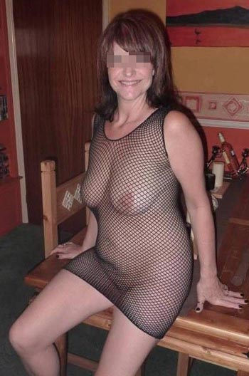 Jolie femme cougar veut trouver un jeune homme très chaud à Rennes
